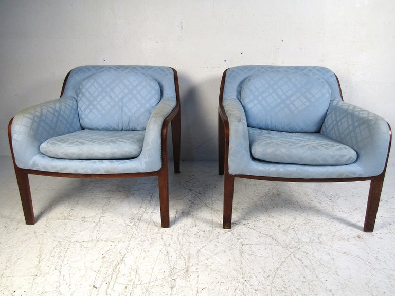 Stylish pair of midcentury bentwood lounge chairs. Covered in a vintage light blue upholstery. Designed by Bill Stephens for Knoll. This pair is sure to be a great addition to any modern interior. Please confirm item location with dealer (NJ or NY).