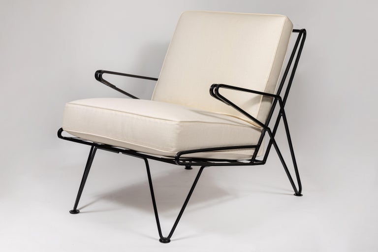 Powder-Coated Pair of Midcentury Black Iron Lounge Chairs For Sale
