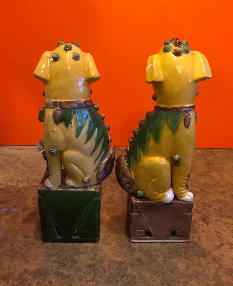 Pair of Midcentury Ceramic Foo Dogs or Bookends In Good Condition For Sale In San Diego, CA