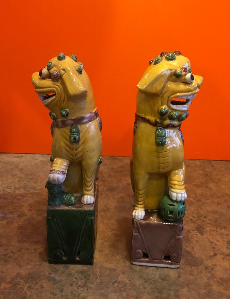 20th Century Pair of Midcentury Ceramic Foo Dogs or Bookends For Sale