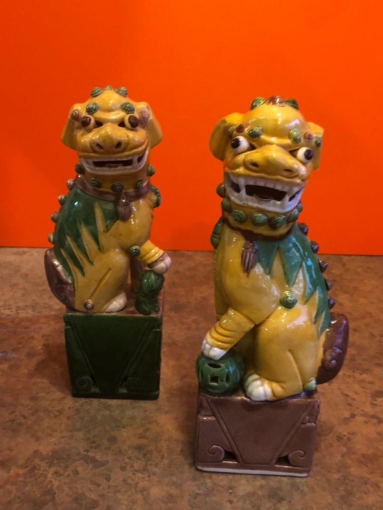 Pair of Midcentury Ceramic Foo Dogs or Bookends For Sale 1