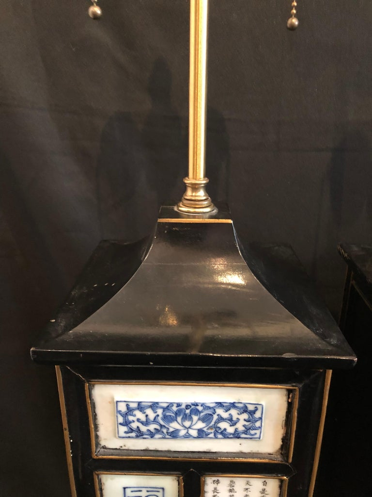 Pair of Midcentury Chinoiserie Table Lamps with Qing Porcelain Plaques For Sale 2