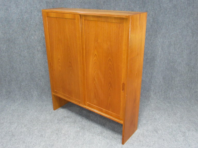 Pair of Midcentury, Danish Modern Teak Cabinets by Poul Hundevad for HU For Sale 1