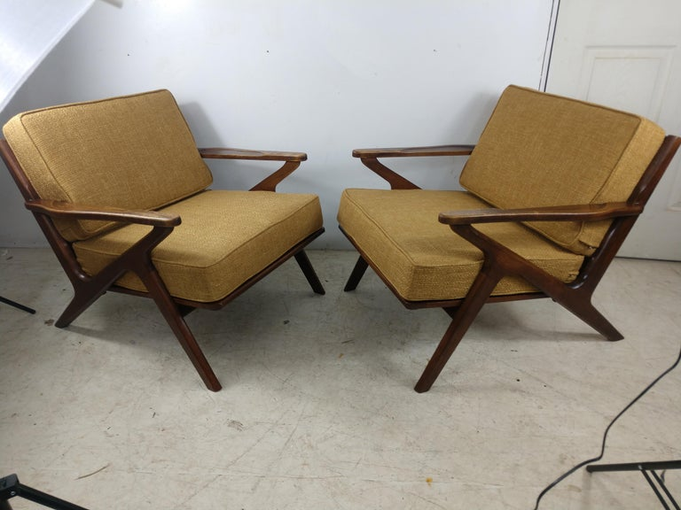 Pair of Mid Century Danish Modern Z Lounge Chairs, c 1960+ For Sale 3