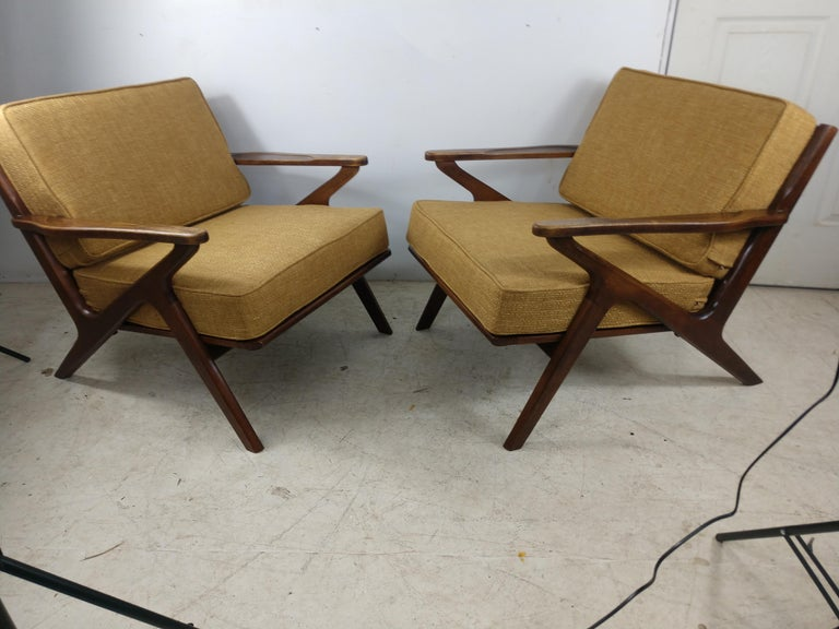 Pair of Mid Century Danish Modern Z Lounge Chairs, c 1960+ For Sale 4
