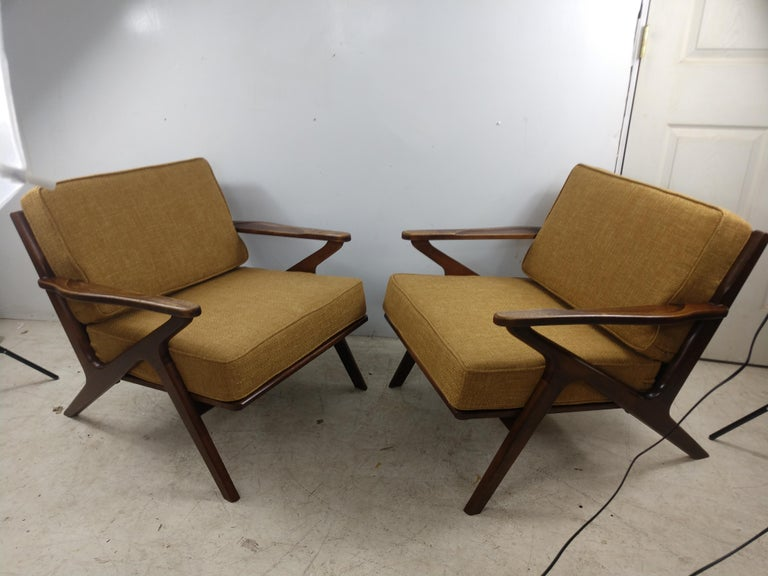 Pair of Mid Century Danish Modern Z Lounge Chairs, c 1960+ For Sale 1