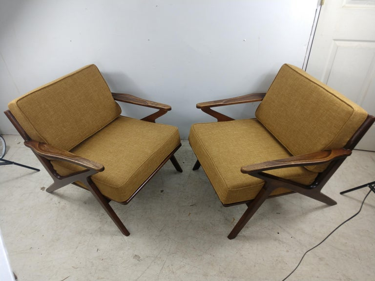 Pair of Mid Century Danish Modern Z Lounge Chairs, c 1960+ For Sale 2