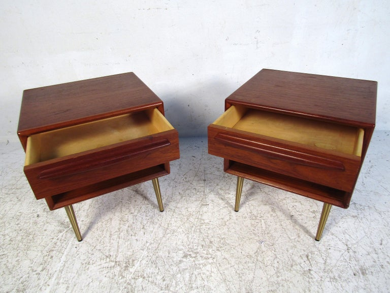 Pair of Midcentury Danish Teak Nightstands In Good Condition For Sale In Brooklyn, NY