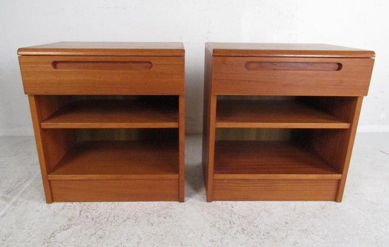 Late 20th Century Pair of Midcentury Danish Teak Nightstands by Jesper For Sale