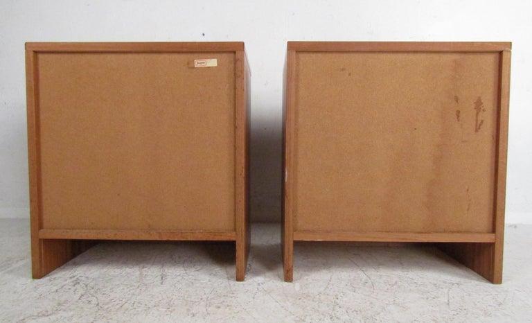 Pair of Midcentury Danish Teak Nightstands by Jesper For Sale 2