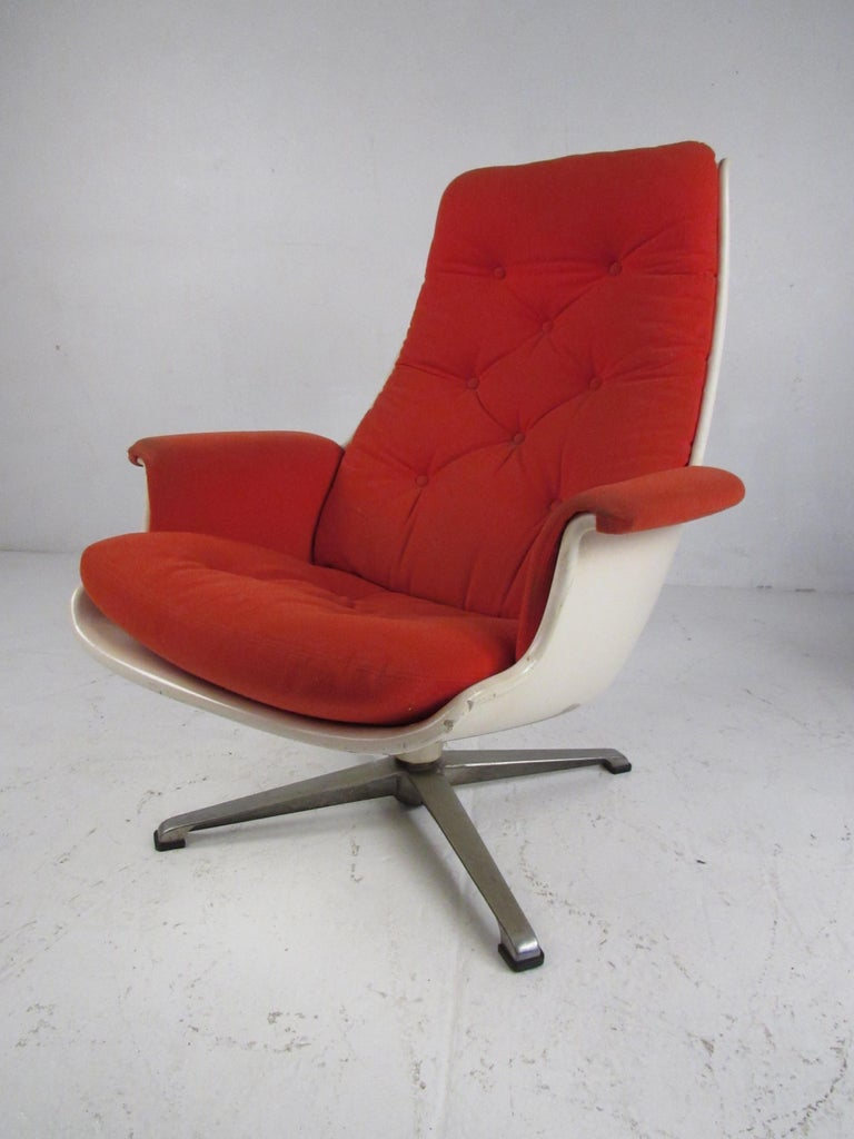 American Pair of Mid Century Fiberglass Swivel Lounge Chairs For Sale