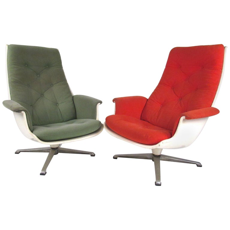 Pair of Mid Century Fiberglass Swivel Lounge Chairs For Sale