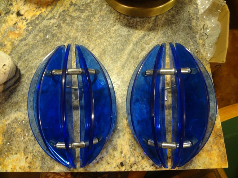 Pair of Mid-Century Italian Cobalt Blue Glass Sconces by Veca For Sale 3