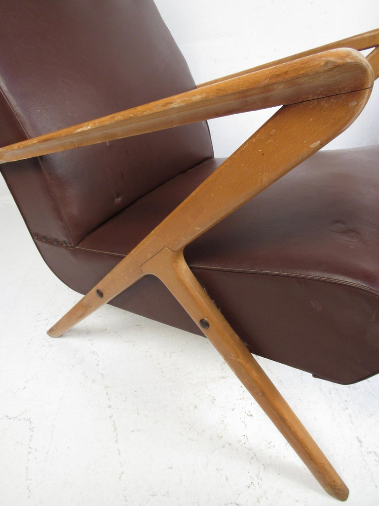 Pair of Midcentury Italian Lounge Chairs For Sale 1