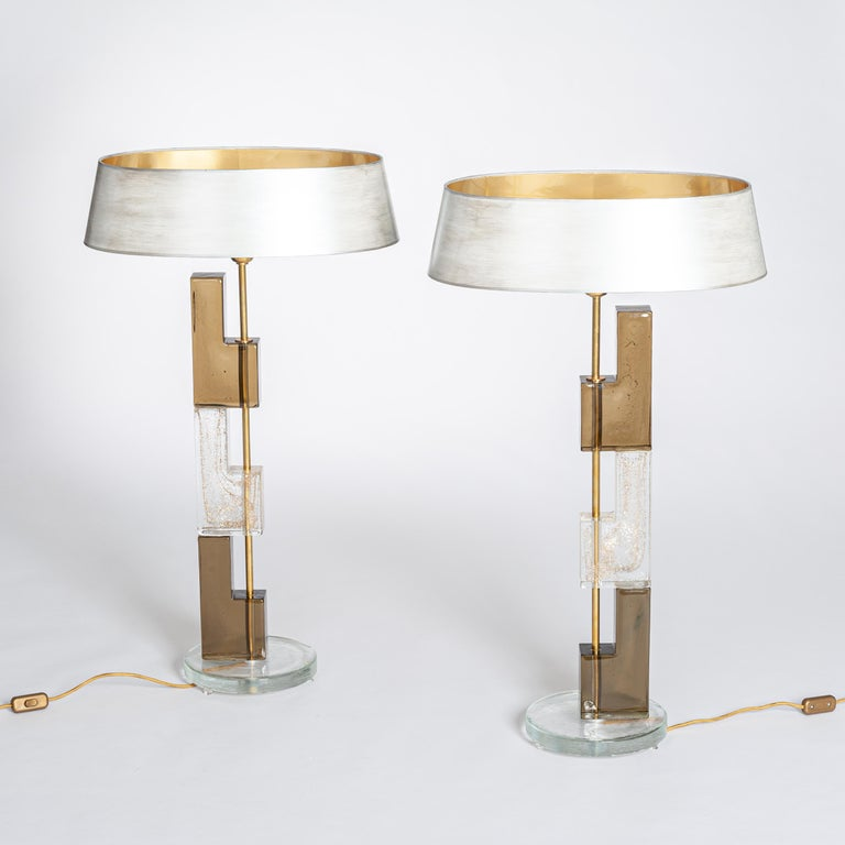 Hand-Crafted Pair of Midcentury Italian Squared Murano Glass Table Lamps in Brown-Clear For Sale