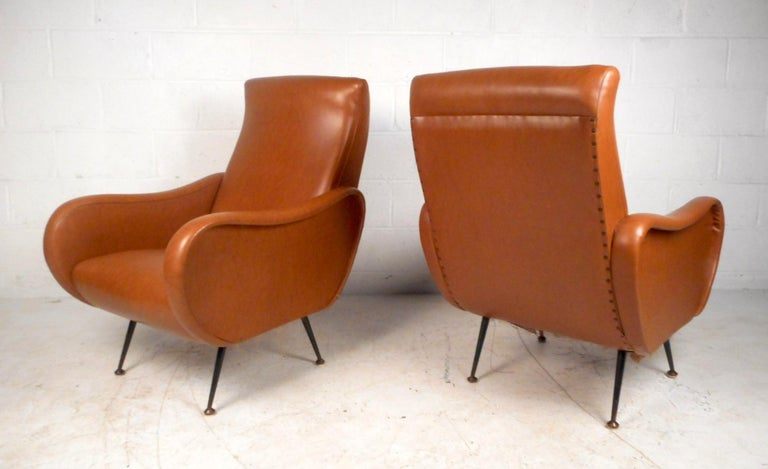 Mid-Century Modern Pair of Mid-Century Italian Style Lounge Chairs For Sale