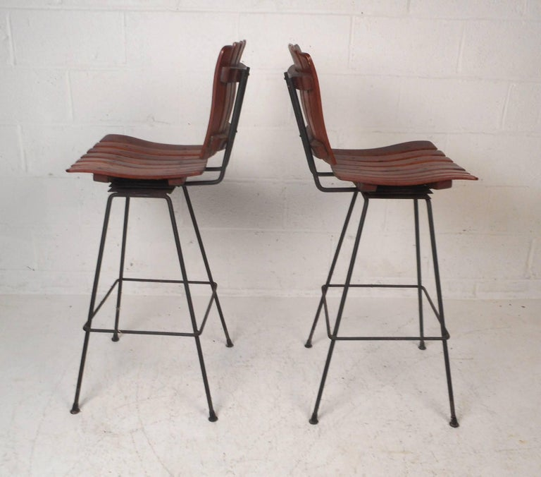 Pair of Mid-Century Modern Bar Swivel Stools by Arthur Umanoff In Good Condition For Sale In Brooklyn, NY