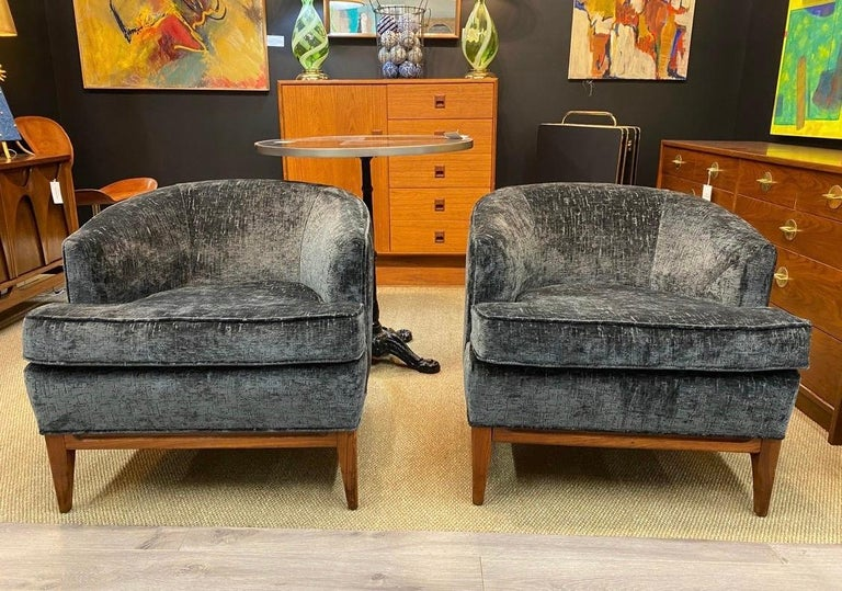 Pair of Mid-Century Modern Bespoke Custom Newly Upholstered Club Chairs For Sale 2