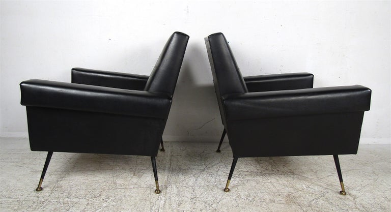 Mid-20th Century Pair of Mid-Century Modern Black Vinyl Lounge Chairs For Sale