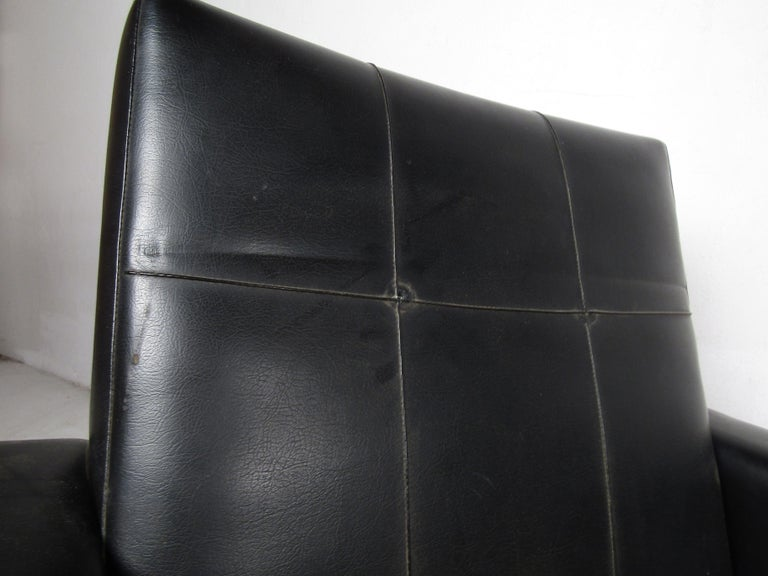 Pair of Mid-Century Modern Black Vinyl Lounge Chairs For Sale 4