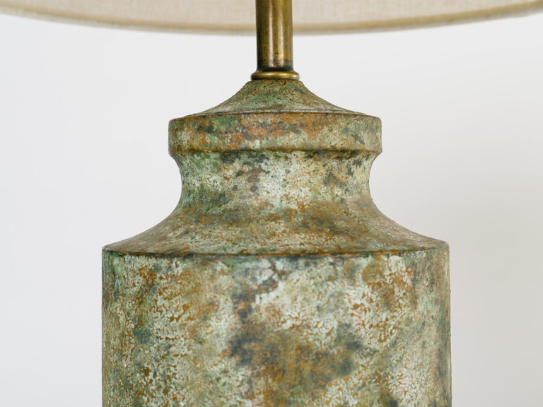 Pair of Mid-Century Modern Brutalist Lamps in Distressed Oxidized Metal, 1960's In Good Condition For Sale In Fort Lauderdale, FL