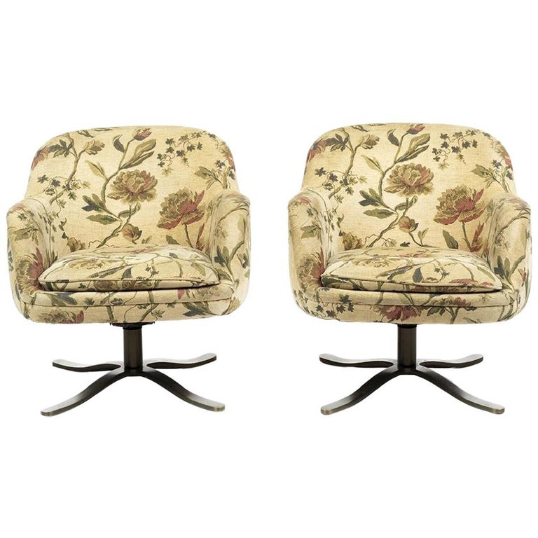 Pair of Mid-Century Modern Bucket Chairs by Nicos Zographos, circa 1960s For Sale