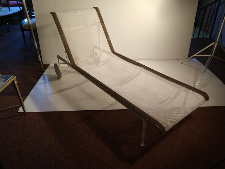 Powder-Coated Pair of Mid-Century Modern Chaises by Richard Schultz For Sale