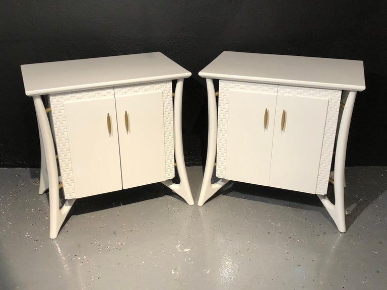 Pair of Mid-Century Modern Chests, Nightstands or End Tables, Gray Lacquered In Good Condition For Sale In Stamford, CT