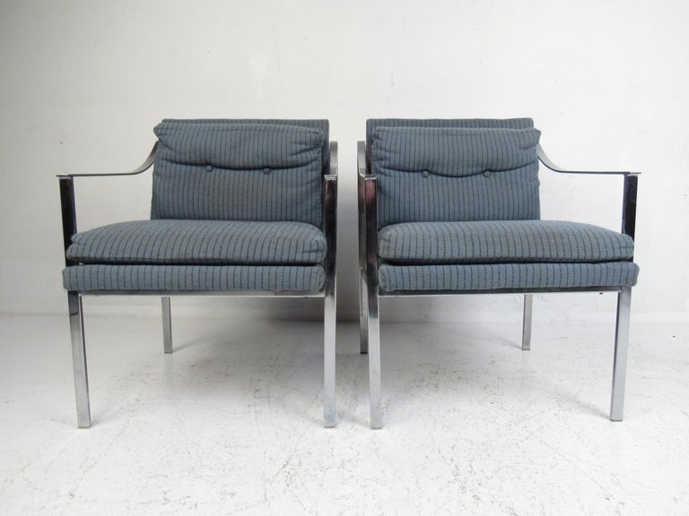 Pair of Mid-Century Modern Chrome Lounge Chairs In Good Condition For Sale In Brooklyn, NY