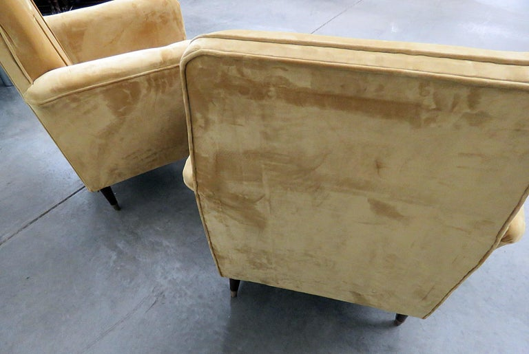 Pair of Mid-Century Modern Club Chairs For Sale 1