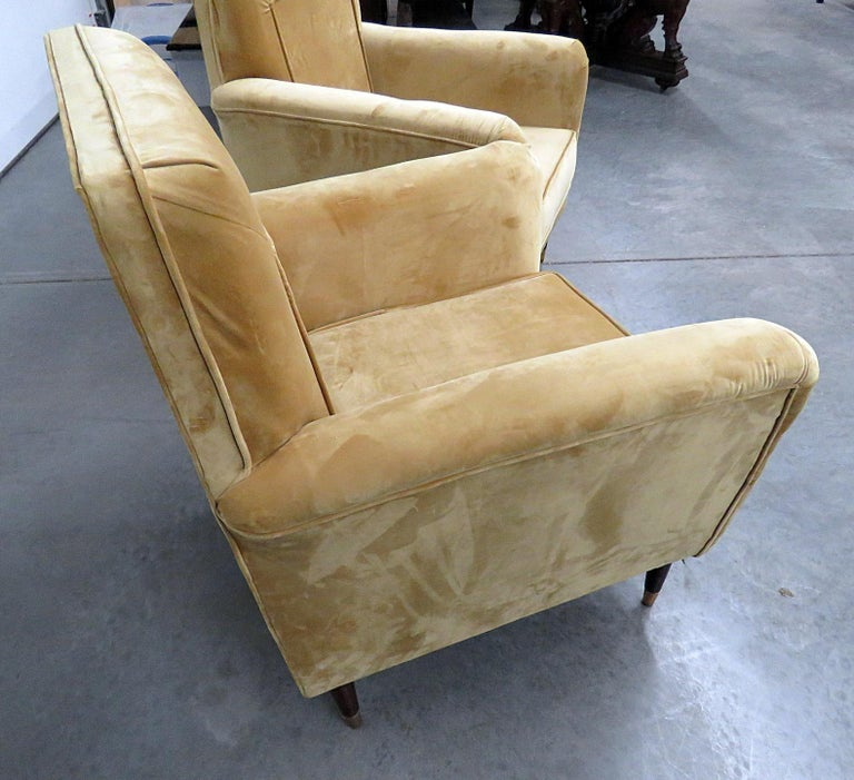 Pair of Mid-Century Modern Club Chairs For Sale 2