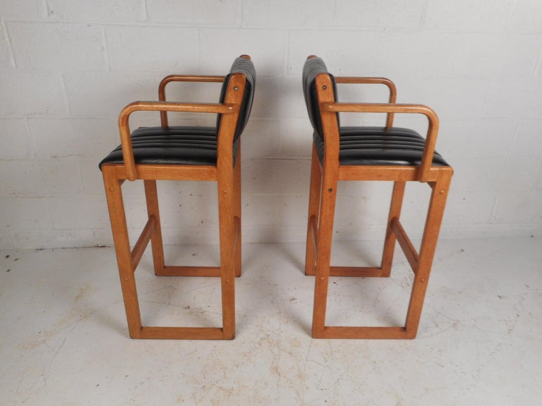 Pair of Mid-Century Modern Danish Bar Stools In Good Condition For Sale In Brooklyn, NY