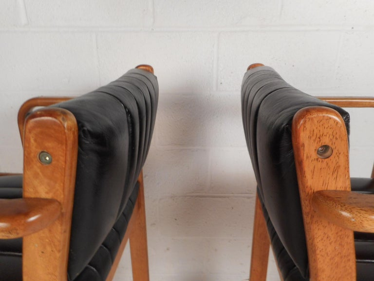 Pair of Mid-Century Modern Danish Bar Stools For Sale 3