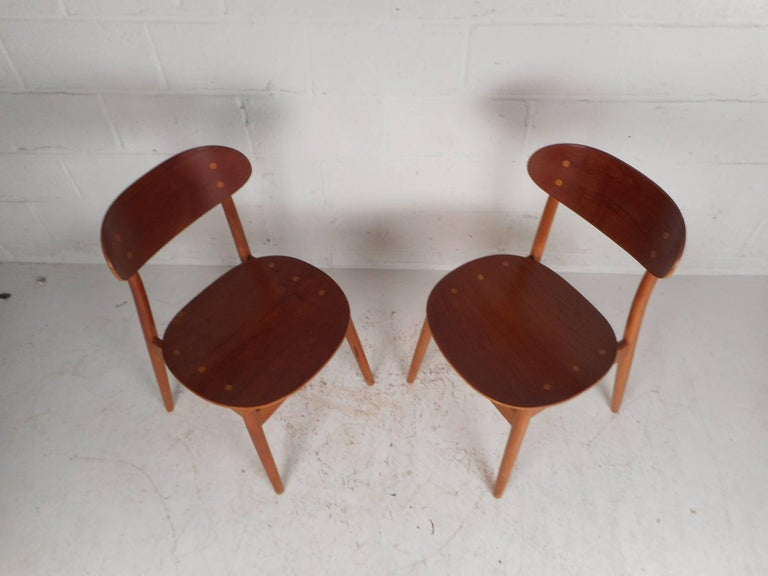 Pair of Mid-Century Modern Danish Chairs In Good Condition For Sale In Brooklyn, NY