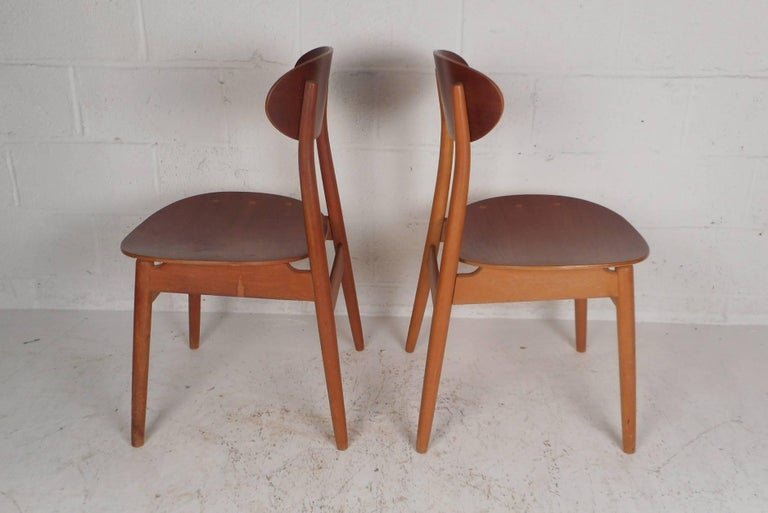 Late 20th Century Pair of Mid-Century Modern Danish Chairs For Sale