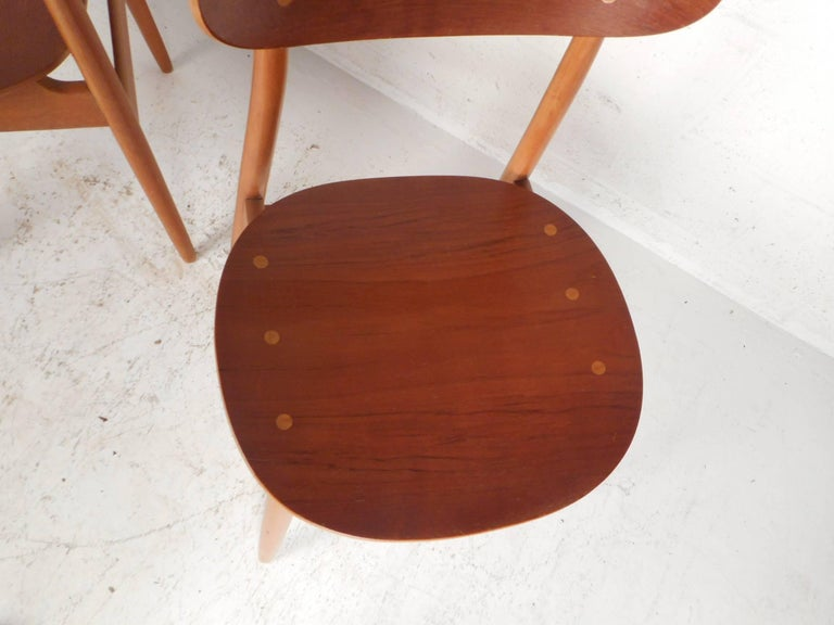 Pair of Mid-Century Modern Danish Chairs For Sale 1