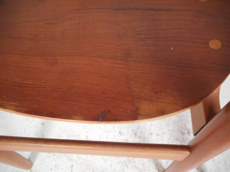 Pair of Mid-Century Modern Danish Chairs For Sale 2