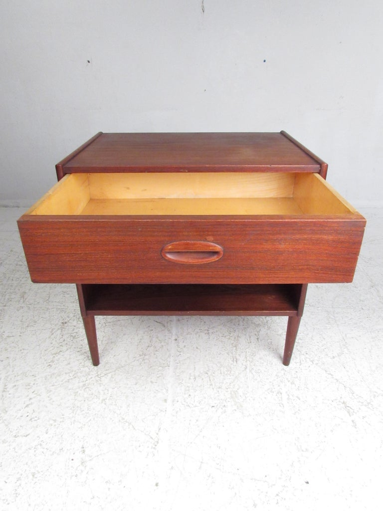 Pair of Mid-Century Modern Danish Teak Nightstands For Sale 1