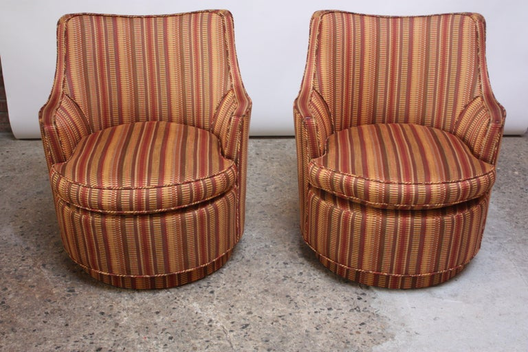 Pair of Mid-Century Modern Diminutive Swivel Chairs In Good Condition For Sale In Brooklyn, NY