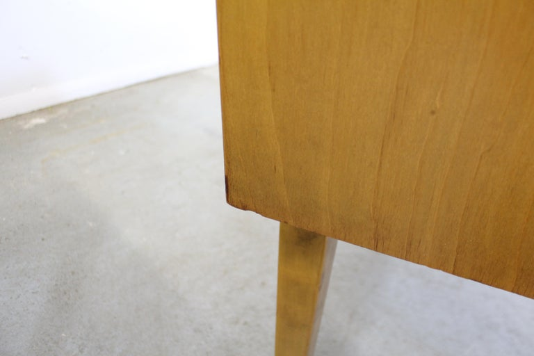 Pair of Mid-Century Modern Edmond J. Spence Sculpted Birch Nightstands For Sale 6