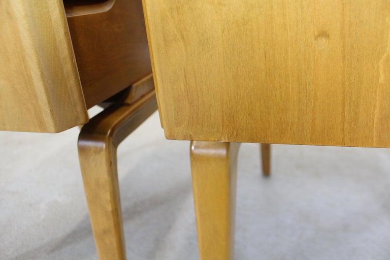 Pair of Mid-Century Modern Edmond J. Spence Sculpted Birch Nightstands For Sale 7