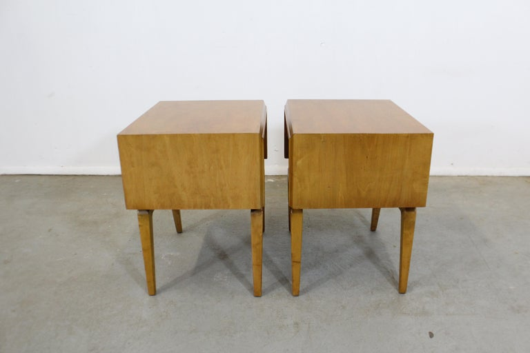 20th Century Pair of Mid-Century Modern Edmond J. Spence Sculpted Birch Nightstands For Sale