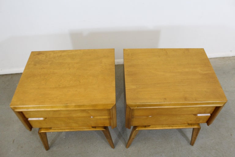 Pair of Mid-Century Modern Edmond J. Spence Sculpted Birch Nightstands For Sale 1