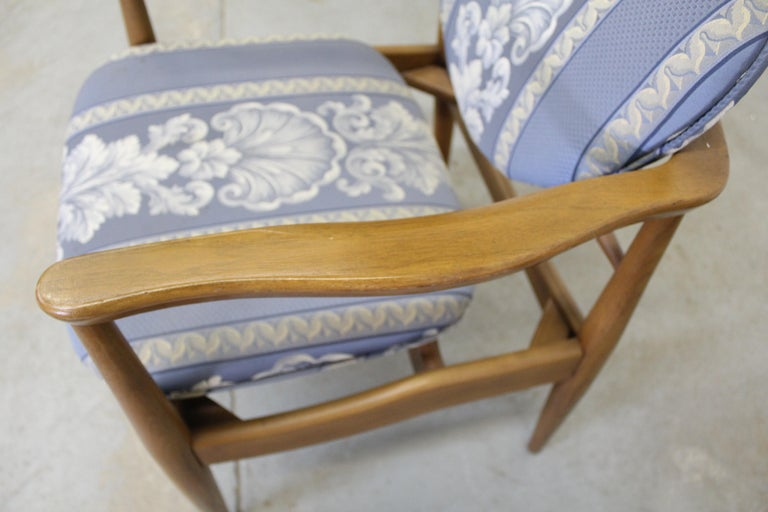 Pair of Mid-Century Modern Finn Juhl Attributed Walnut Arm Lounge Chairs For Sale 5