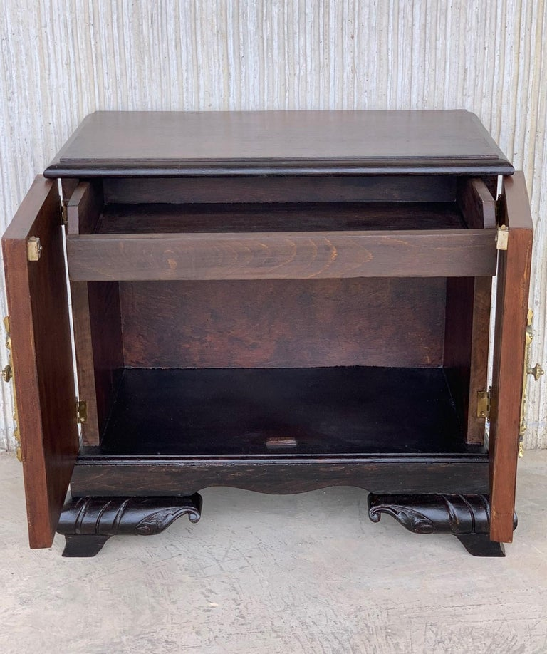 Pair of Mid-Century Modern Front Nightstands with original Hardware For Sale 2