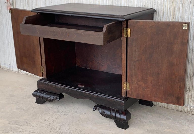 Pair of Mid-Century Modern Front Nightstands with original Hardware For Sale 3