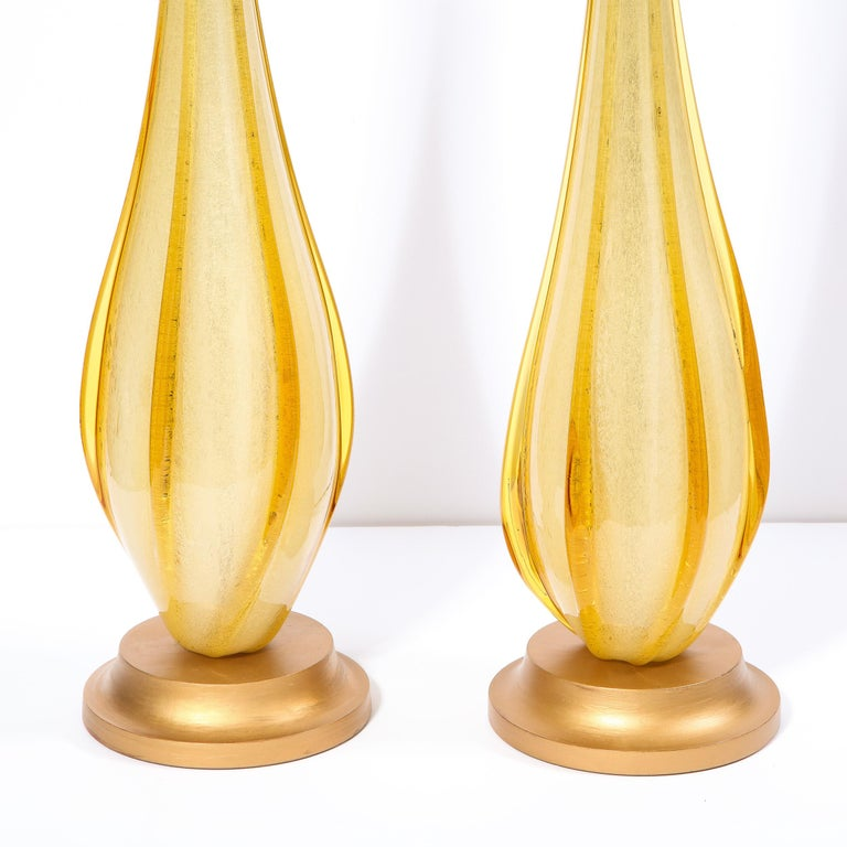 Pair of Mid-Century Modern Handblown Murano Table Lamps with Brass Fittings In Good Condition For Sale In New York, NY