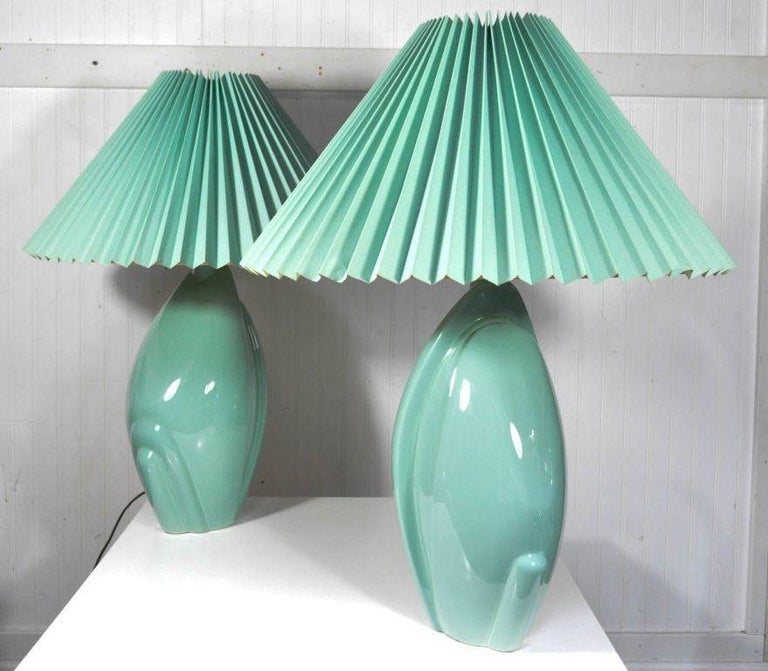 Pair of Mid-Century Modern Hollywood Regency Ceramic Art Pottery Harris Lamps In Good Condition In Philadelphia, PA