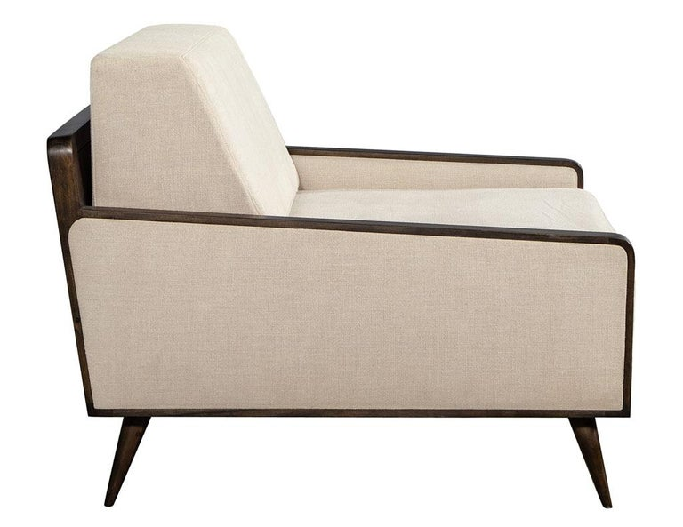 Contemporary Pair of Mid-Century Modern Inspired Lounge Chairs For Sale