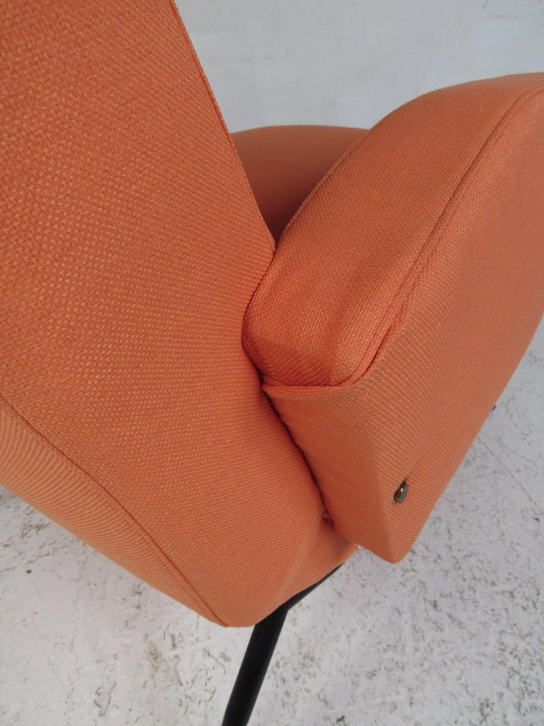 Pair of Mid-Century Modern Italian Lounge Chairs For Sale 5